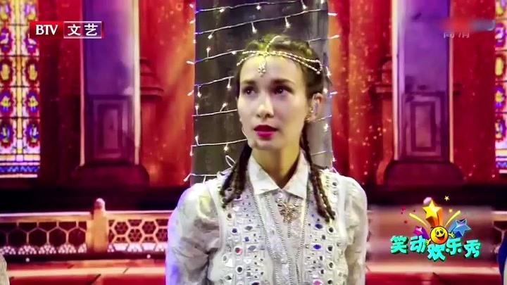 盧靖姍演唱歌曲《神器》,獨具異域風情色彩,現場氣氛熱辣歡快