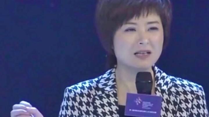 前央視主持人46歲張泉靈被問尷尬問題,她的回答讓人意外