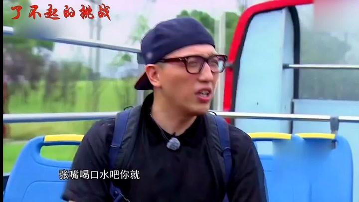 岳云鵬搞笑合集,李榮浩親手給他剝蝦吃,播節目變成岳云鵬吃播