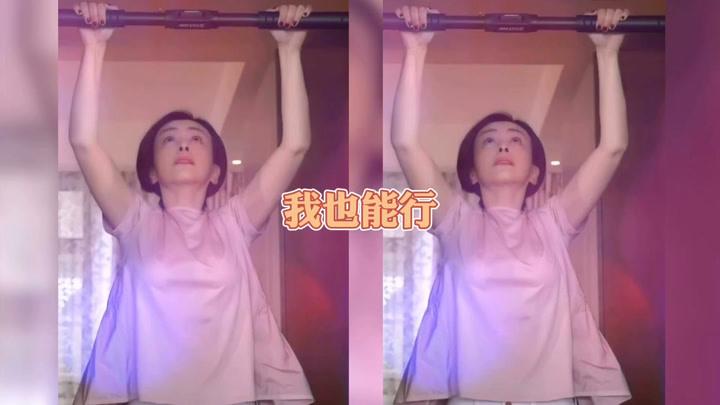 雪姨王琳曬與兒子搞笑健身,50歲身材依然窈窕皮膚緊致,讓人羨慕
