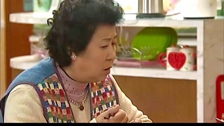 搞笑一家人:兒媳婦去哄婆婆,不料婆婆竟然這樣,太會挑刺了!